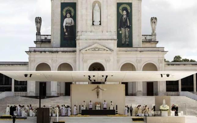 Fátima : la « canonisation » maçonnique et blasphématoire de Francisco et Jacinta le 13 mai 2017