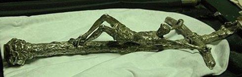 La croix blasphématoire de Scorzelli.