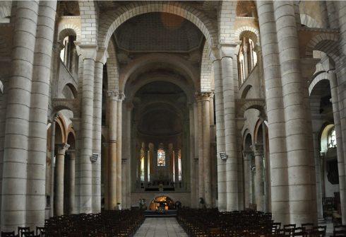 Vue générale de la nef de Saint-Hilaire-le-Grand