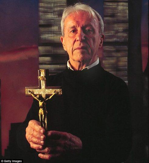 Le prêtre jésuite Malachie Martin