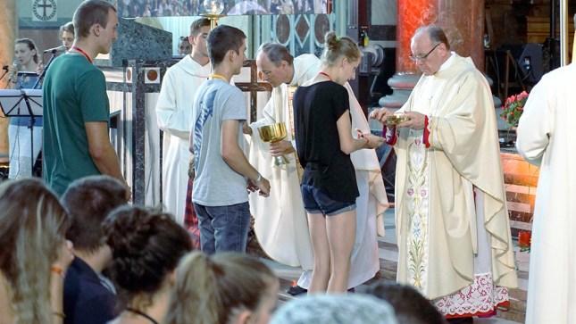 """Le pseudo-""""Mgr"""" Huonder lors des JMJ alémaniques le 8 juillet 2017 à la basilique Notre-Dame de Zurich"""