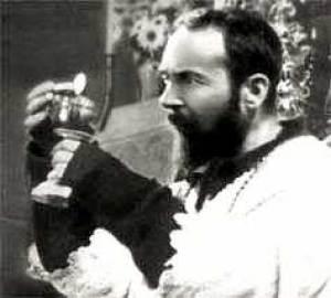 Padre Pio célébrant le Saint Sacrifice de la Messe