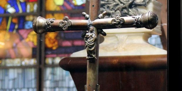 La croix processionnelle de la paroisse Saint-Sauveur