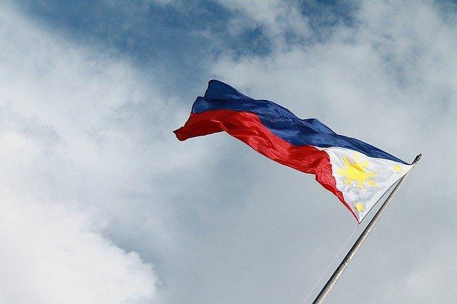 フィリピン国旗に隠された意味とは!?【状況によって国旗が変わる】
