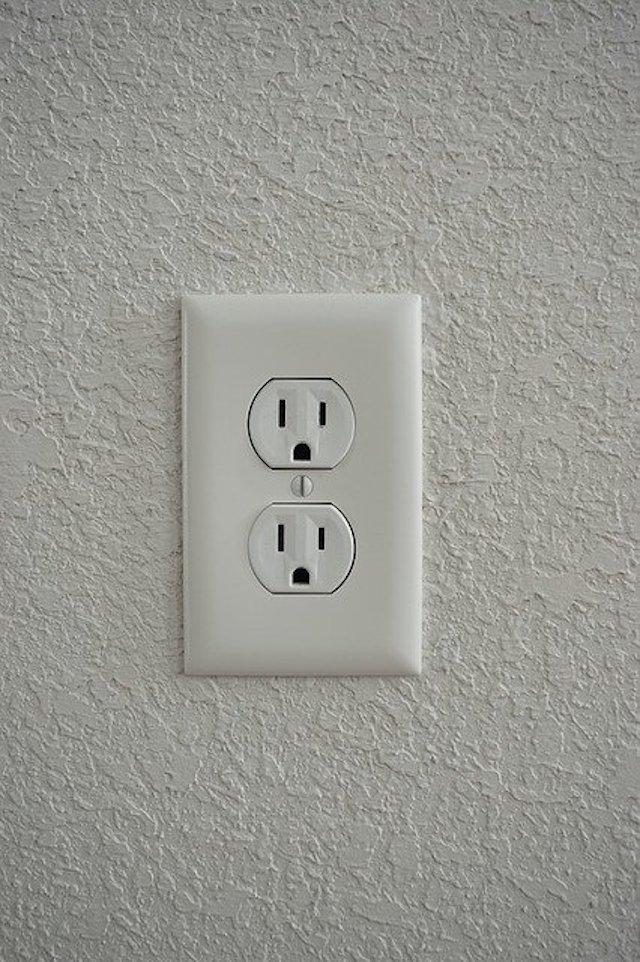 セブ島の電圧&コンセント完全ガイド【変換プラグ・変圧器は必要?】