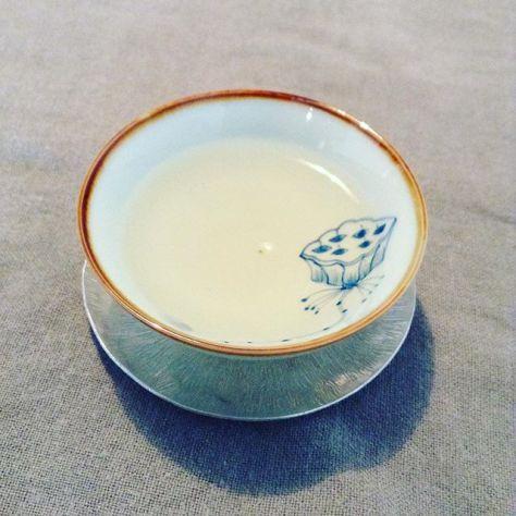 目の前のものを戴いているから、それのことを考えてるとは決まってないよね。氷だし?お湯だし?種類どう違うの?そんなことを浮かんでは消え、消えては浮かんだ先日は、まったりした午後でした。 #お茶の時間 #可笑的花 #玉造 (Instagram)