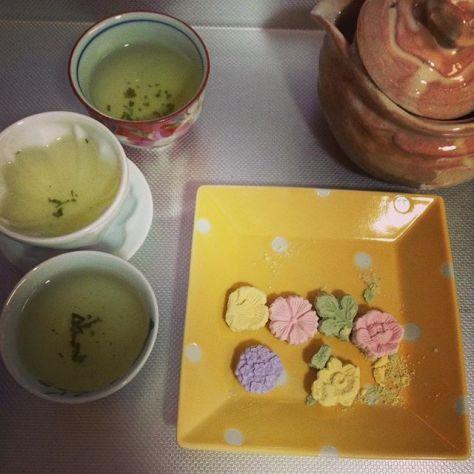 カケル想い、コボレル想い、おもいおもい… #お茶の時間 #吟遊茶人 (Instagram)