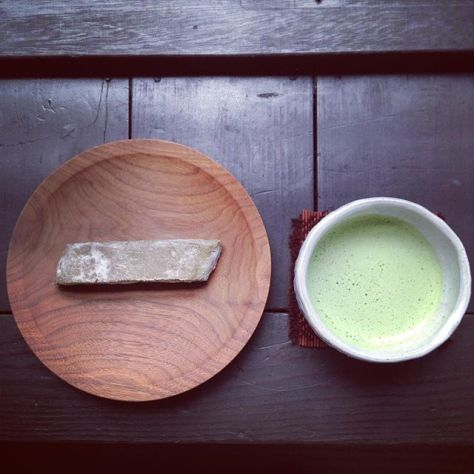 茶と緑の世界。結果的に棒の #食べくらべ  も。 #抹茶棒 #お茶の時間 #お薄 と棒の #抹茶 の違いが分かる(^_^;) (Instagram)