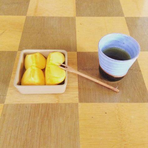 柿とほうじ茶。秋の風景。 #お茶の時間 #種ノ箱 #たまほり #大阪市 #玉造 #露地再生複合施設 #宰 #つかさ (Instagram)