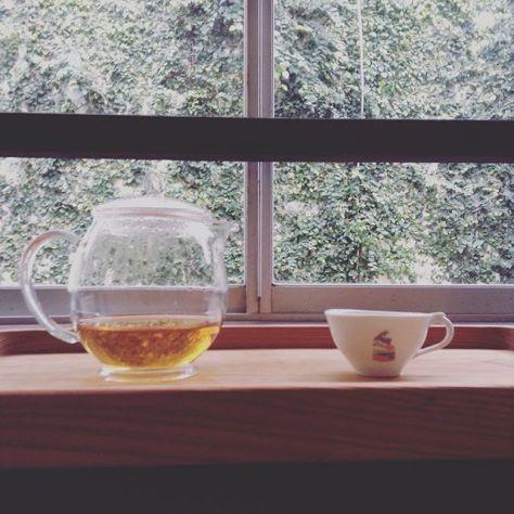 ちょい、不思議さんな絵。 #種ノ箱 #釜紅 #柴本茶 (Instagram)