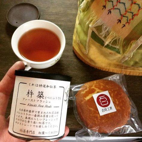 くれはさんの杵築紅茶べにふうきと、米粉のマドレーヌ。とっても似合ってた。ごちそうさま。 #種ノ箱 #お茶が嬉しい #和紅茶 #杵築紅茶 #べにふうき #米粉 #マドレーヌ (Instagram)