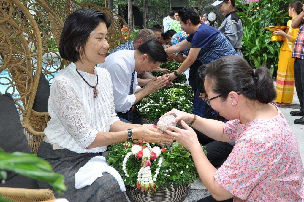 Chatrium Celebrates Songkran Celebration 2017 (2)