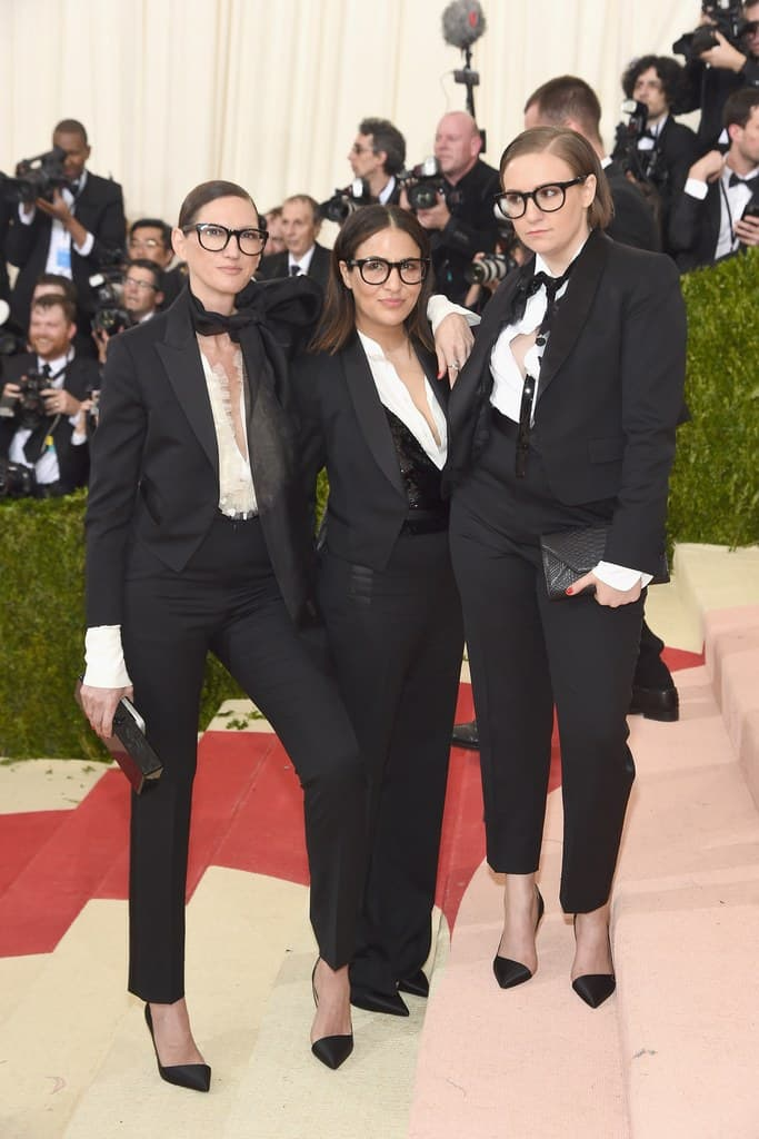 Gala Met chaussures : Jenna Lyons, Jenni Konner, et Lena Dunham