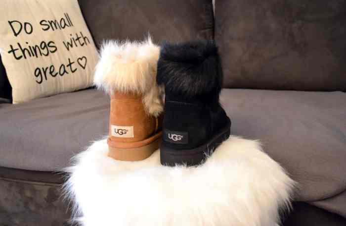 chaussuresonline-uggaustralia-jorie-bébéfille-hiver-idée-look-neige-camel-noir-fourrure-mouton-elastomère-semelle