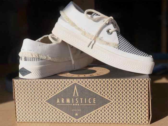 ChaussuresOnline-armistice-baskets-sneakers-tendance-mode-nouvellecollection2019-marin-semellesblanches-femme-urbainchic-SonarIndian-blogchaussure