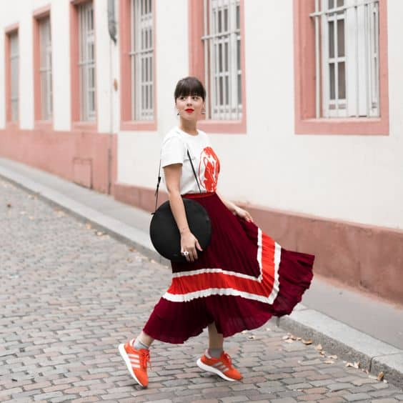chaussures-femme-tendance-mode-soleil-jupebaskets-mode-idéelook-printempsété2019-baskets-sneakers-chaussurescolorées-style-idéelook