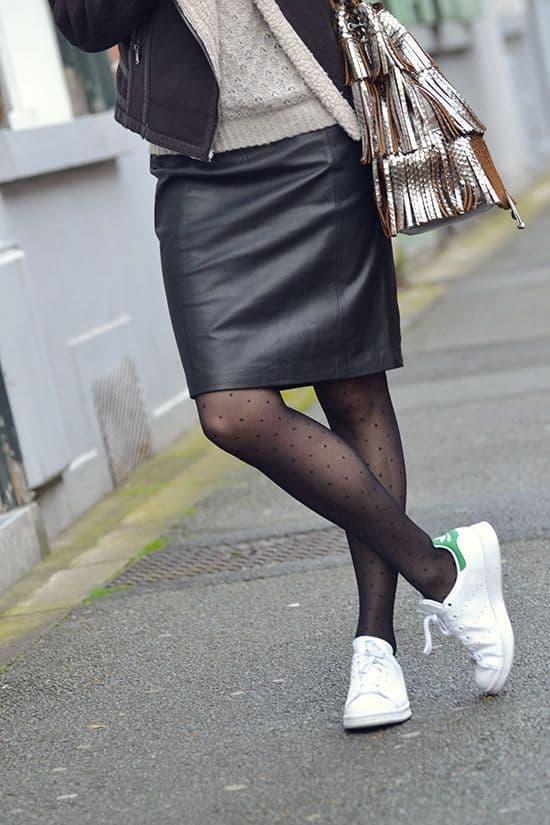 chaussures-femme-tendance-mode-soleil-jupebaskets-cuir-stansmith-mode-idéelook-collant-printempsété2019-baskets-sneakrs-chaussuresblanches