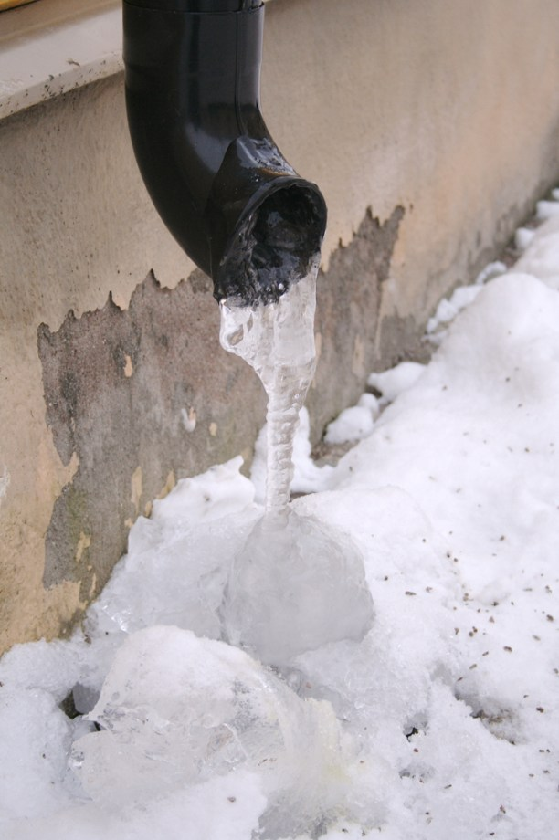 Picture shows a frozen outdoor water pipe.