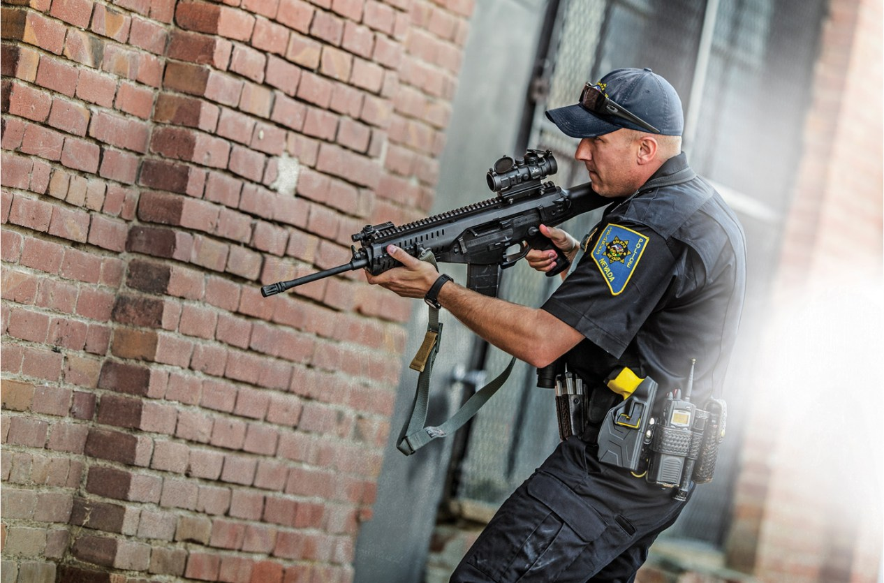 Burris AR-332 in use in a tactical situation
