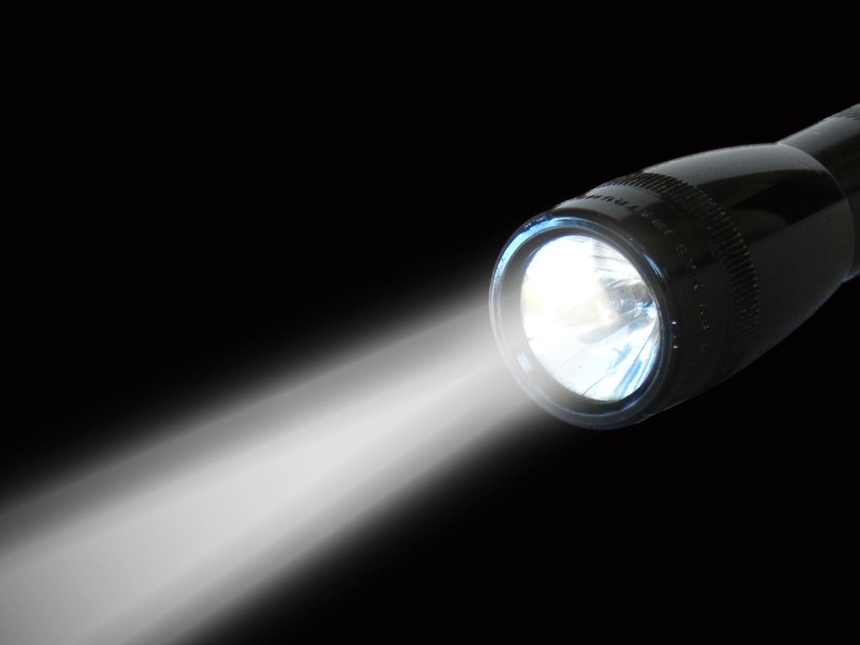 Flashlight head and light beam