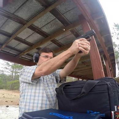 Robert Sadowski shooting the Walther PPS M2