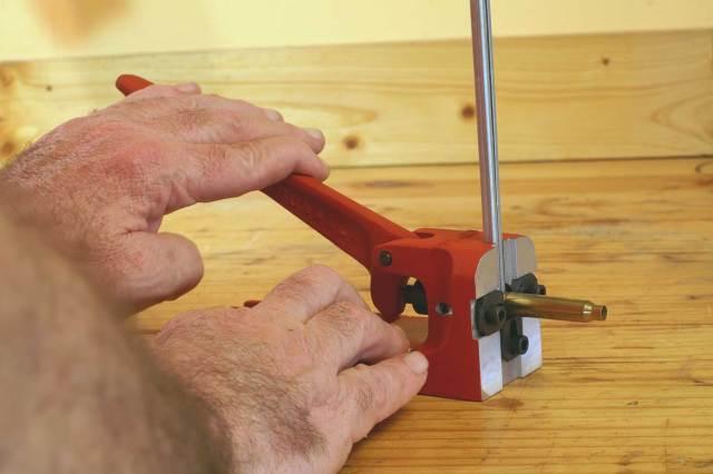 Pressure gauge for primer seating