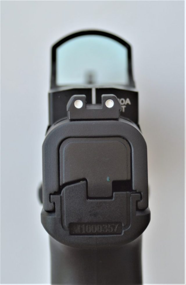 Red dot sight on pistol sight picture