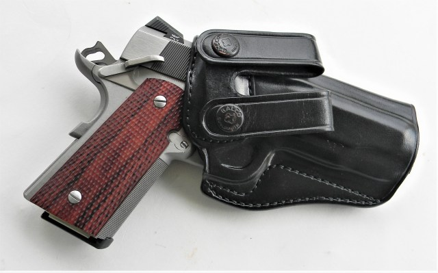 Les Baer Stinger in leather holster