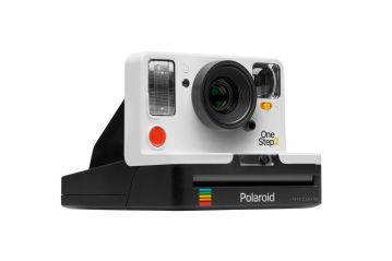 How to Choose a Perfect Gift For Your Fun-loving Girlfriend- polaroid camera