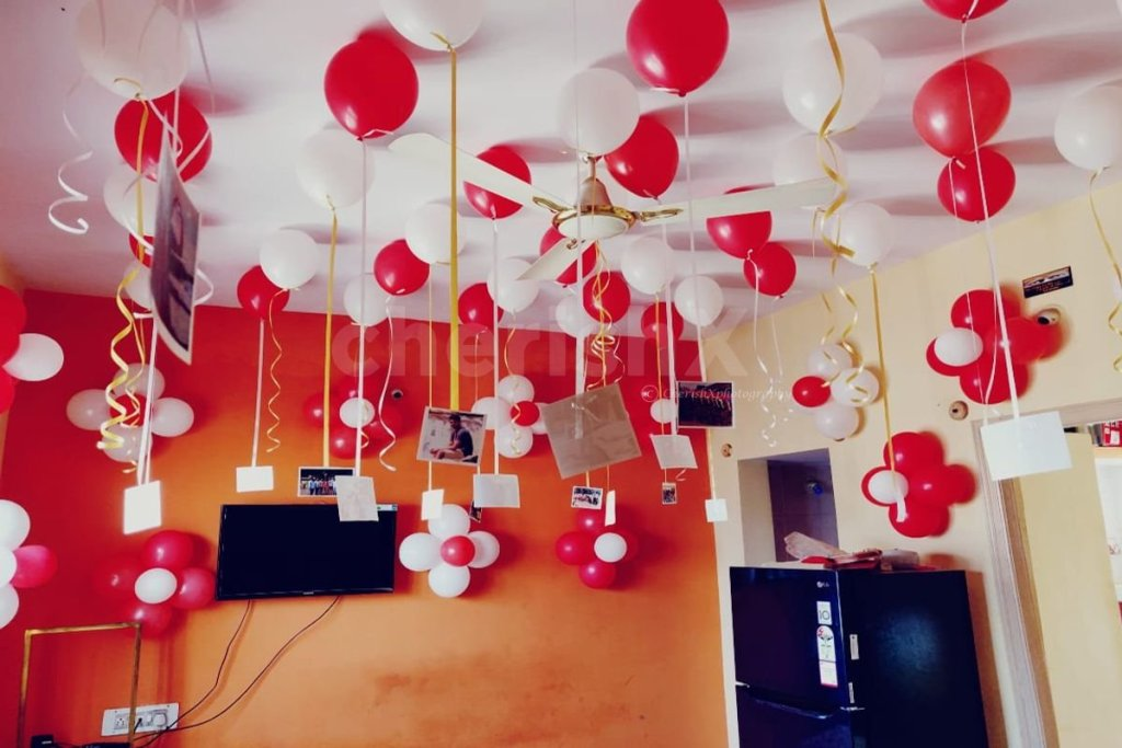 Sweep Your Girlfriend Off Her Feet With These 7 Amazing Valentine's Day Surprises-balloon surprise