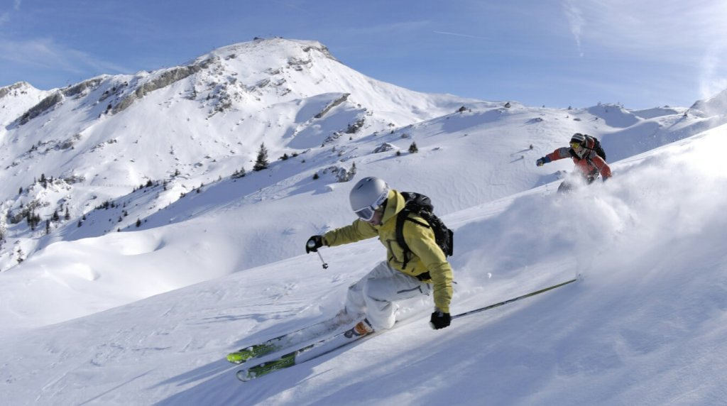 Top 9 most fascinating adventure sports that you should definitely try-Skiing