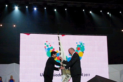 Universiade flag trasferring