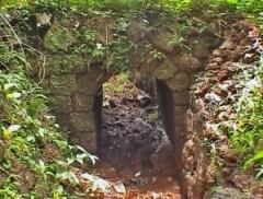 Laterite block bridge