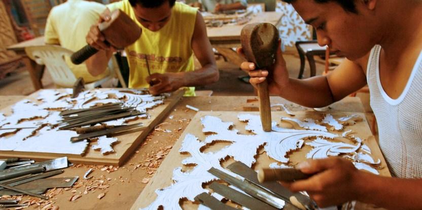 Men carve a furniture patern in Jepara, Central Java, Indonesia. Murdani UsmanCIFOR