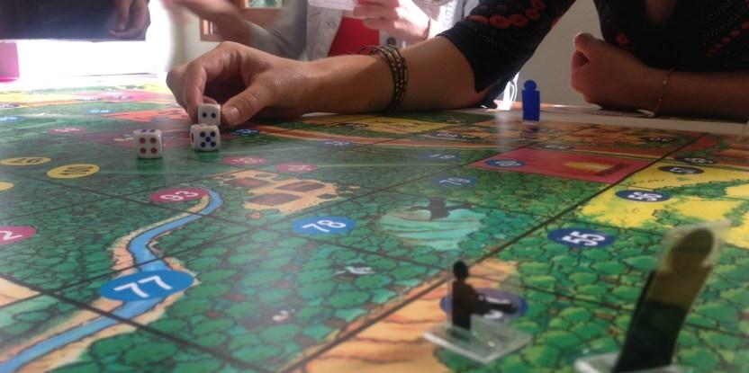 Permainan Bentang Alam mengajarkan pemain untuk memaksimalkan penghasilan seraya memperkenalkan pada mereka konservasi bentang alam, pembangunan berkelanjutan, jasa lingkungan, alternatif investasi, perdagangan, kompetisi dan kolaborasi. CIFOR/Michelle Kovacevic
