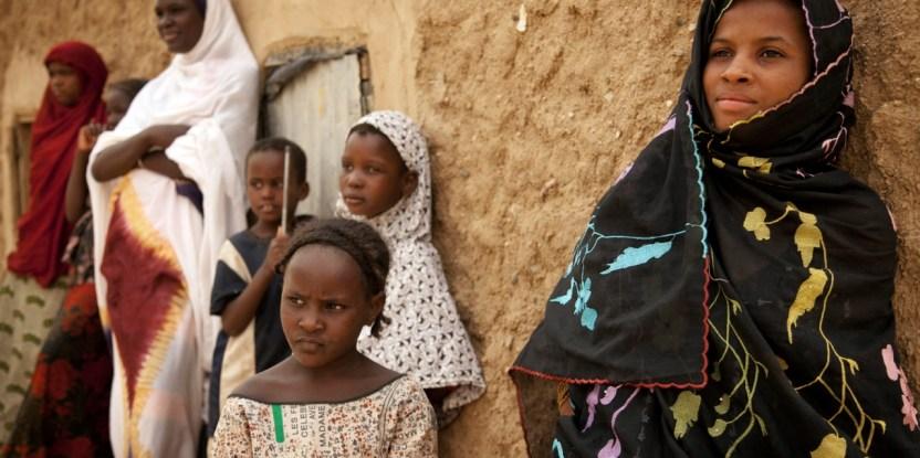 Malian girls stand in the shade in Kidal, North of Mali. Photo MINUSMA/Marco Dormino