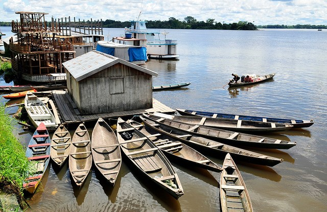 Smallholders living along the Amazon river in Brazil have got used to adapting. Neil Palmer/CIAT