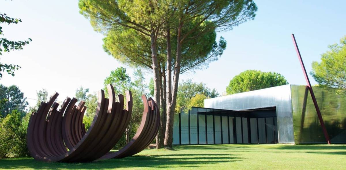 Art Contemporain + Nature = Fondation Bernar Venet - Une Belle Combinaison