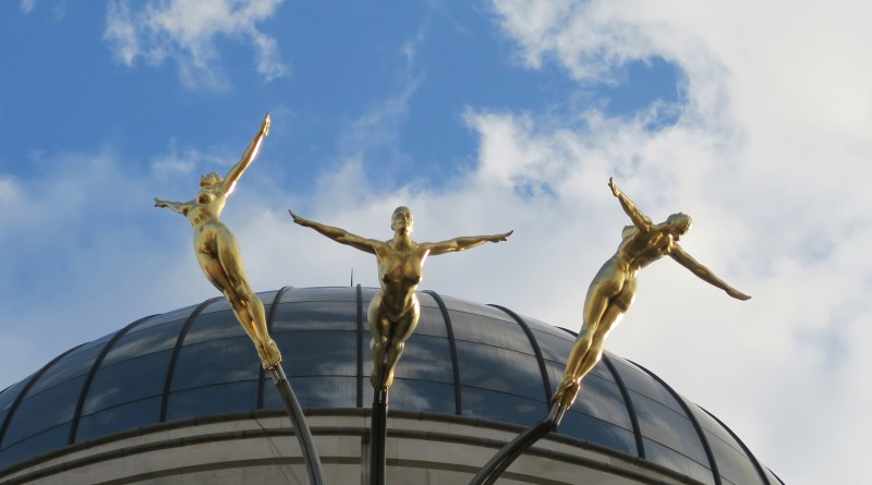 Image of the Three Graces in Piccadilly Circus