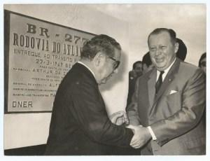 Costa e Silva e Stroessner, durante solenidade de inauguração.