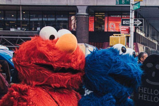 Elmo y comegalletas en Nueva York - Claro Shop