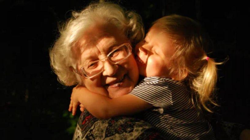 ¿No sabes qué regalarle a tus abuelos? ¡Te damos 6 ideas que le encantarán!