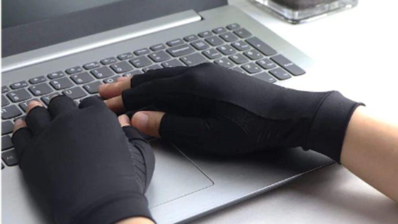 ¿Dolor en las manos? ¡Déjalo en el pasado con estos guantes!