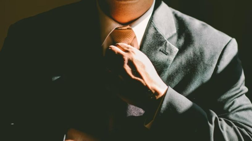 Aprende a hacer el nudo de tu corbata fácil y rápido