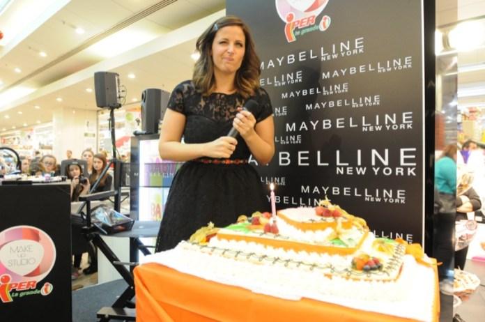 Grazie a Maybelline per la torta gigantesca!