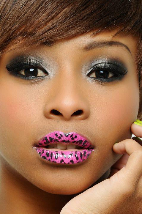 Stickers per labbra che danno l'idea di un tatuaggio