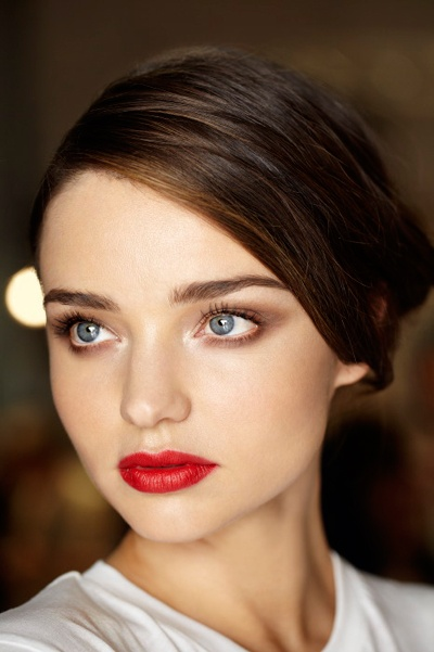 Espresso-Eyeshadow-goes-perfectly-with-red-lips