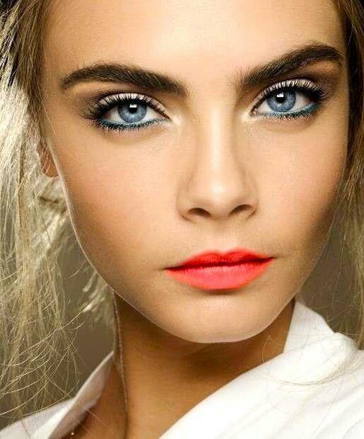 Super Occhi azzurri: come esaltarli con il trucco! JV86