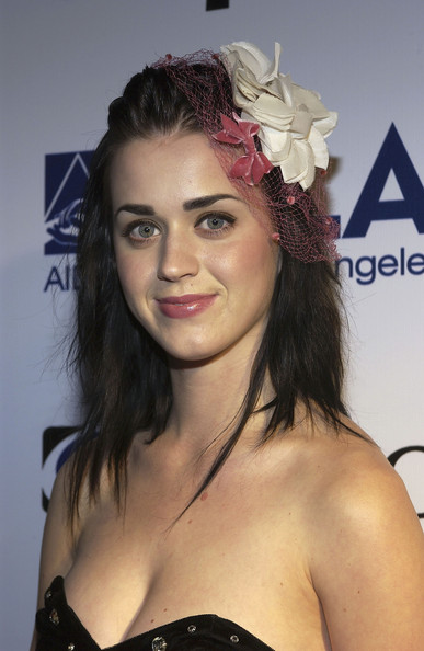 Katy+Perry+Abbey+Esquire+Magazine+Envelope+-Y_yp-0PUNxl