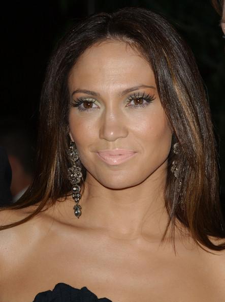 Jennifer Lopez, tono troppo chiaro e pescato sulle labbra